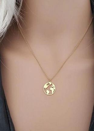 Ожерелье цепочка с подвеской карта мира золотистого цвета