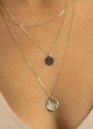 Тройная цепочка ожерелье с подвесками монетки золотистого цвета