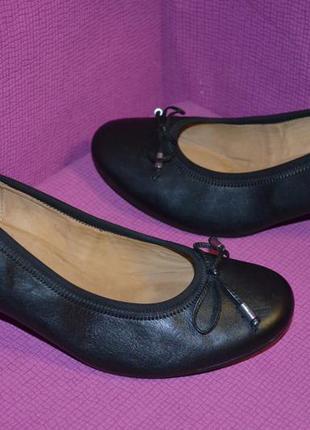 Кожаные туфли на среднем каблуке
