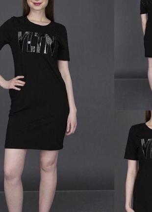 Новое женское платье с модным узором.