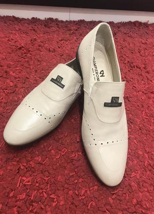 Новые оригинальные мужские туфли от итальянского производителя...
