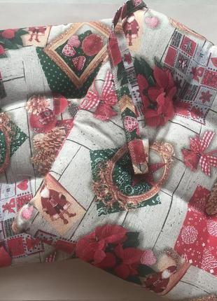 Декоративні подушки на стілець