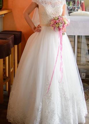 Изысканное свадебное платье А-силуэта