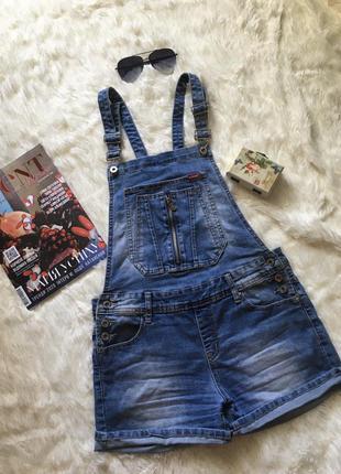 Крутой джинсовый комбинезон с шортами