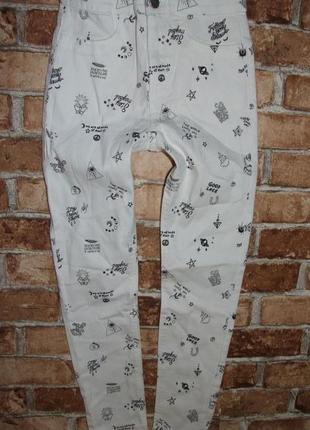 Новые стрейч джинсы с узором 8-9 лет h&m