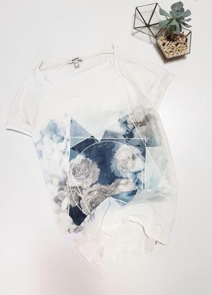 Белая молочная легкая футболка с розами и геометрией