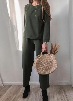 Стильный костюм на весну