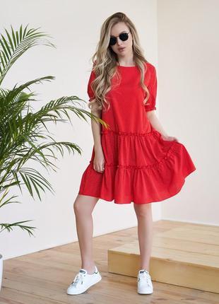 Красное платье-трапеция в мелкий горошек