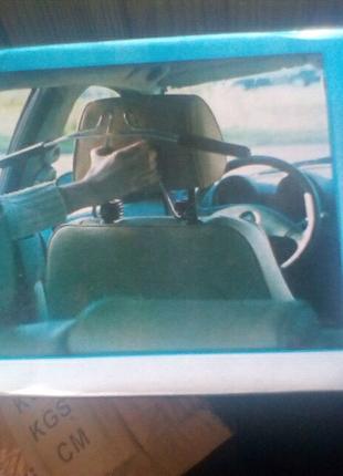 Авто вешалка с фиксатором наплечника