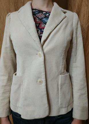 Вельветовый молочный пиджак