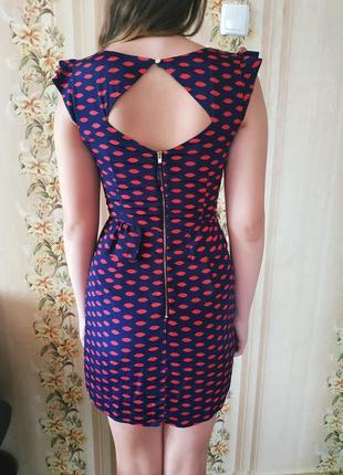 Красивое платье с баской oasis