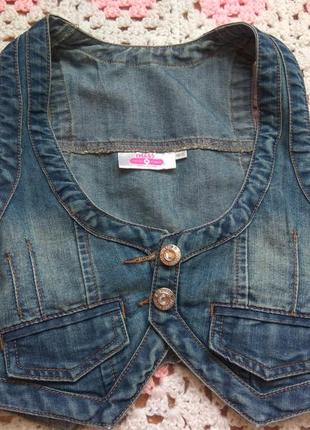Стильная джинсовая жилетка на девочку 11-12 лет.
