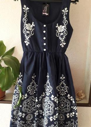 Летнее пышное синее нарядное вечернее платье с принтом вышивко...