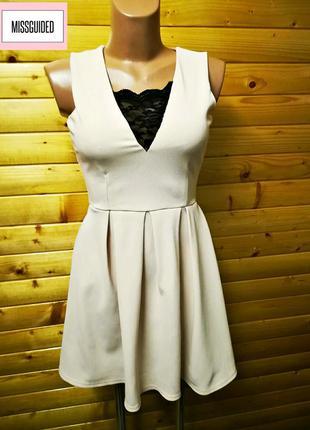 Эффектное короткое платье с v-образным вырезом missguided.
