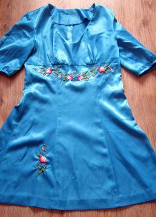 Атласне плаття з вишите гладдю