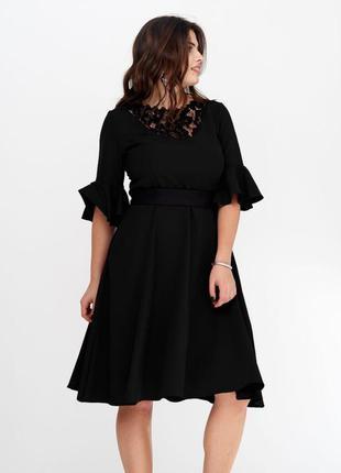 Платье с гипюром черный