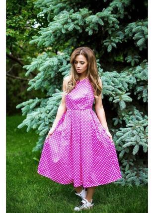 Платье в горошек с открытой спиной