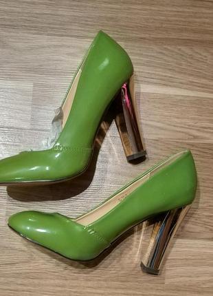 Туфли женские на устойчивом каблуке лодочки зелёные