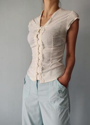 Блуза молочного цвета с красивой спинкой