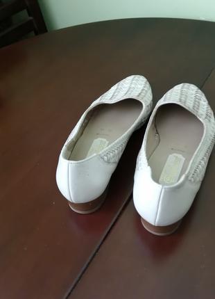 Туфли женские раз 39  светлие