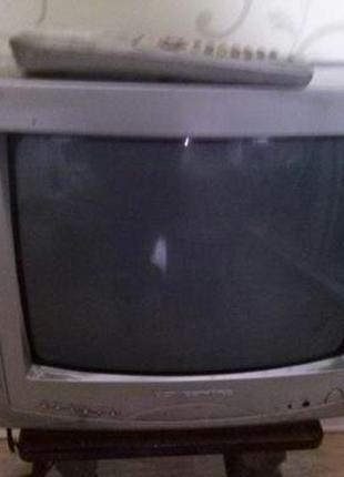 Стационарний телевизор Vicetronc 37смпочти новий, цветной