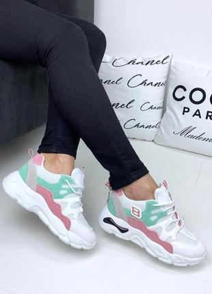 Белые кроссовки с мятно-розовыми вставками