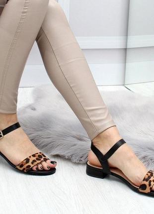 Босоножки на маленьком каблуке, леопард 37,41р