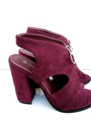 Бордовые босоножки на каблуке