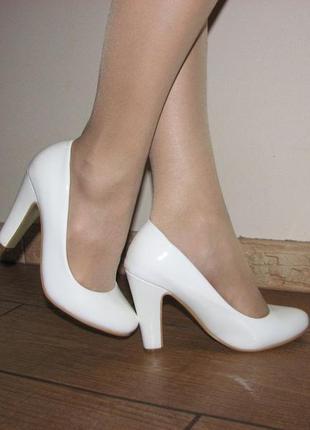 Классические белые туфли на каблуке, свадебные туфли