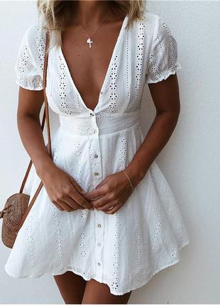 Платья с нежной цветочной вышивкой