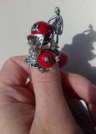 Серебряное кольцо с красным нефритом варус