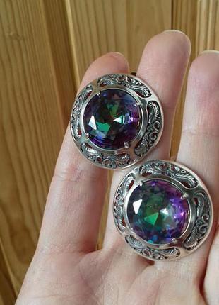 Круглые серебряные серьги с камнем мистик