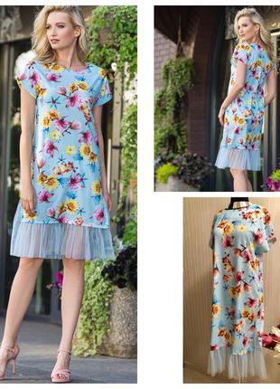 Легкое платье с цветочным принтом.