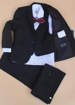 Черный костюм тройка на мальчика. 3-4 класс. Качество отличное