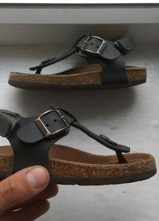Продам кожаные детские босоножки сандали kipling 26-27р