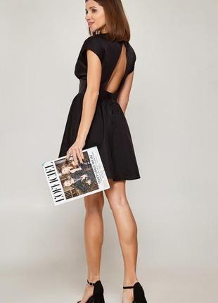 Короткое платье с кокетливой пышной юбкой