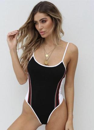 Сдельный купальник в спортивном стиле