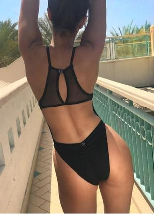 Cтильный черный купальник сетка высокий вырез бедра