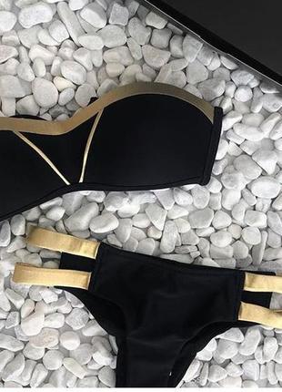 Стильный черный купальник бандо золото