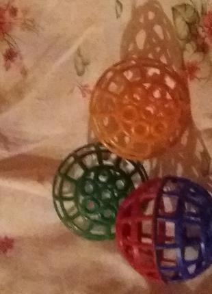 Игрушка для попугая шарик маленькой 3 шт