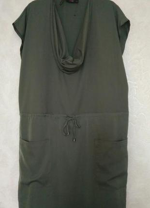Интересное платье с хомутом цвета хаки бренда gok for tu, р.18