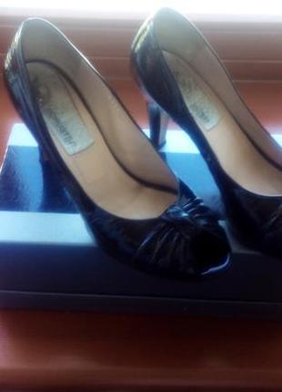 Туфли с открытым носком  andrea schuster