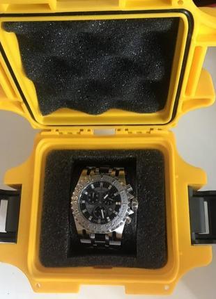 Стильные часы Invicta, Швейцария