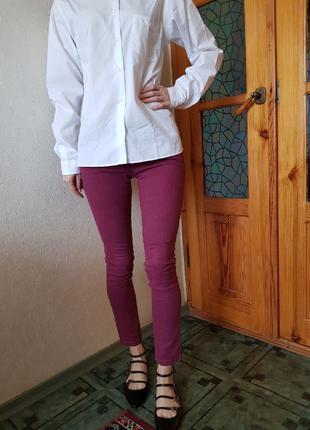 Качественные джинсы цвета бордо
