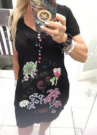Красивое платье с вышивкой и бисером desigual