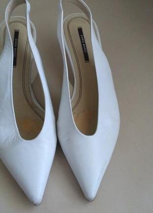 Туфли белые Zara