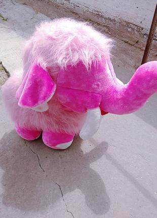 Слон-игрушка