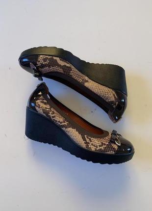 Фирменные кожаные туфли лодочки стелька 26 см Kate Spade