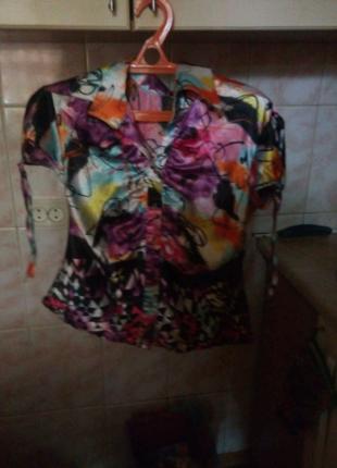 Блузка модная и стильная женская одежда
