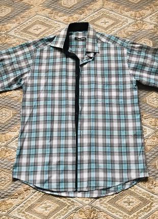 Голубая рубашка в черно-белую клетку с коротким рукавом